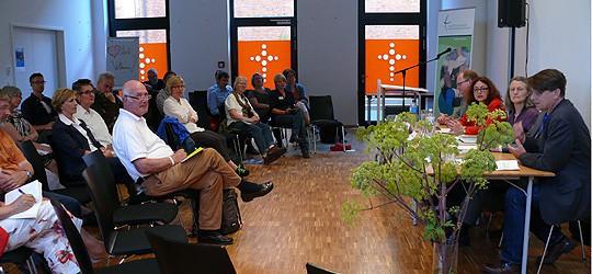 Ökumenisches Forum Hafencity - Podium und Zuhörer