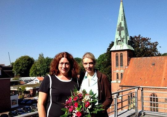Monika Griefahn und Svenja Stadler über den Dächern von Buchholz.