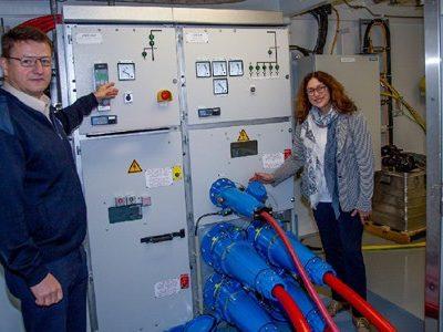 Weltpremiere: Strom für AIDAsol aus Mega-Steckdosen