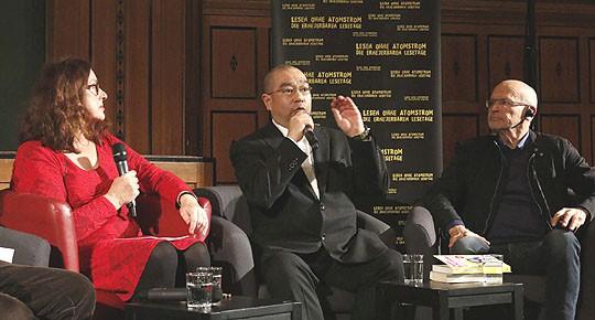 Monika Griefahn, Tomohiko Suzuki, Günter Wallraff - Foto: Andreas Conradt
