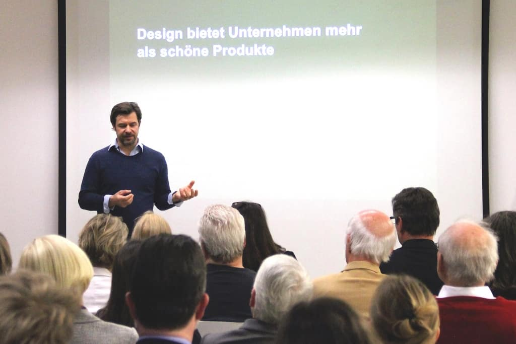 Sören Jungclaus, giving a speech at the Buchholz-based incubator ISI .