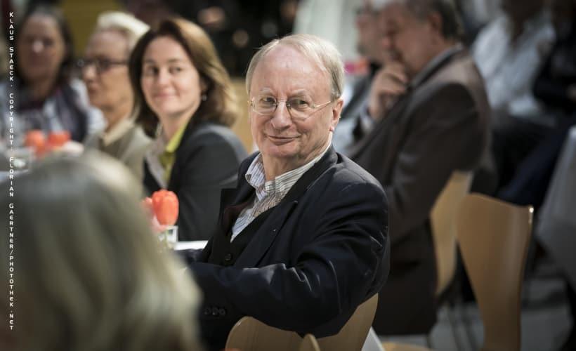 Klaus Staeck sitzt im Willy-Brandt-Haus im Publikum. Copyright: Florian Gaertner/photothek.net