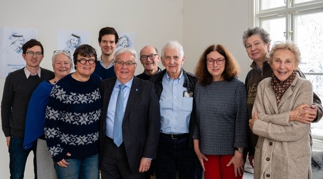 Gruppenbild des Vorstands der Right Livelihood Award Stiftung mit Daniel Ellsberg und Paul Walker.