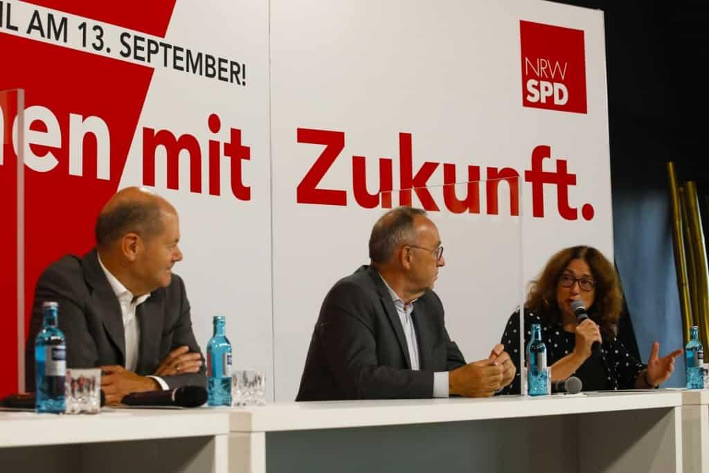 Diskussion mit Vizekanzler Olaf Scholz, SPD-Chef Norbert Walter-Borjans, dem Dortmunder OB-Kandidaten Thomas Westphal und der Wertheraner Bürgermeisterin Marion Weike sowie Monika Griefahn