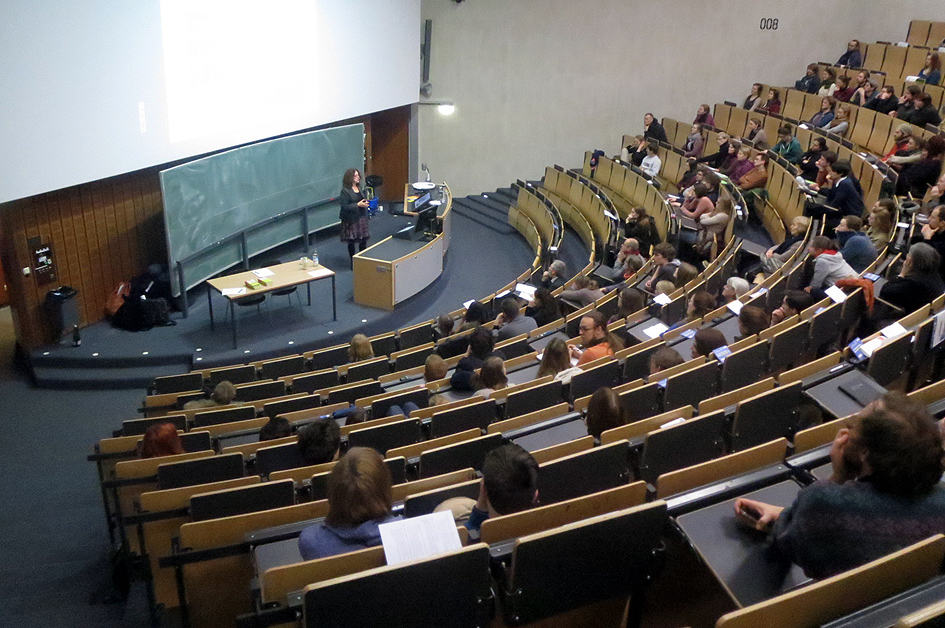 2014: Monika Griefahn gives a lecture on Cradle to Cradle at Göttingen University.