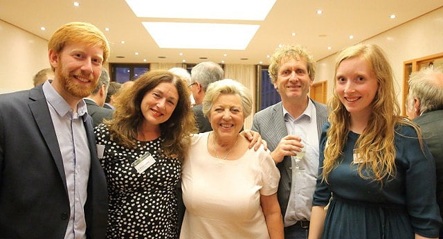 2016: Monika Griefahn and her family meet the German actress Marie-Luise Marjan.