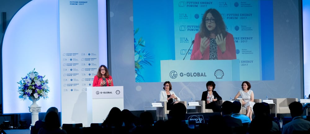 Monika Griefahn hält eine Rede in Astana (Kasachstan).