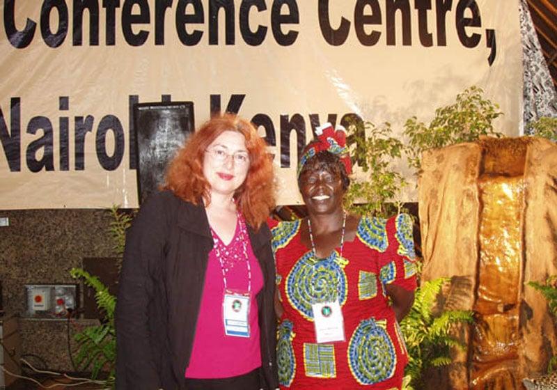 2006: Monika Griefahn mit Wangari Mathaai, Trägerin des Alternativen Nobelpreises und des Friedensnobelpreises.